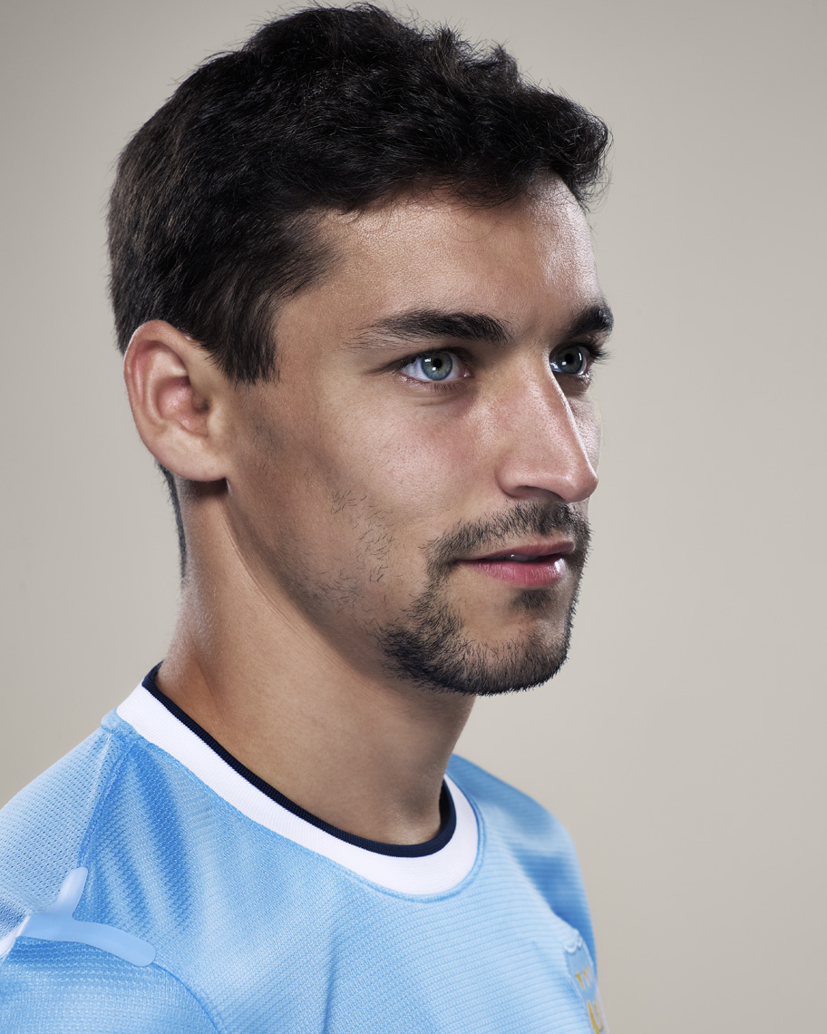 Jesus_Navas_by_Colin_Bell no resample and fit image